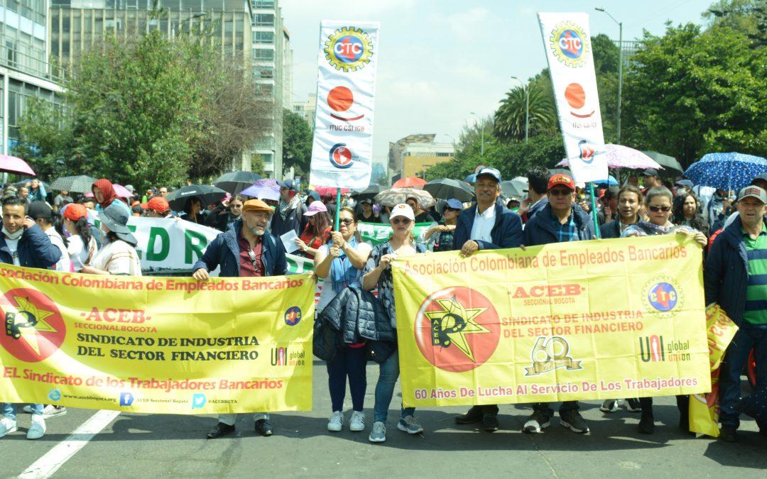 La Asociación Colombiana de Empleados Bancarios ACEB participa este viernes en el segundo día de paro nacional de 48 horas